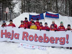 I Roteberg gillar femmorna att spela bandy. Det räckte inte ända fram till finalen på Studenternas i Uppsala men det blev många fina matcher.