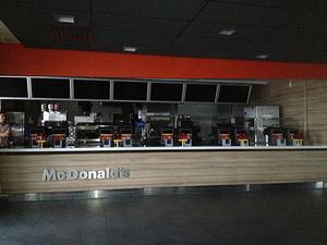 Nedsläckt. Den normalt så välfrekventerade hamburgerrestaurangen blev tyst och mörk under strömavbrottet.