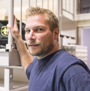 Andreas Wahlström fortsätter ett år till i Tierps volley.