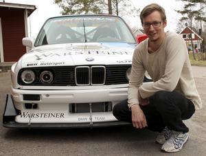 Jonas Reinholdsson ska köra i klassen Pro Street där bilarna får ha upp till 600 hästkrafter. Men så stark motor sitter inte i Jonas bil.