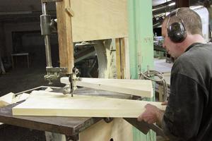 Lokalerna hos Bergsjöverken har Micke Westrin inrett själv, för att få en fungerande verkstad.