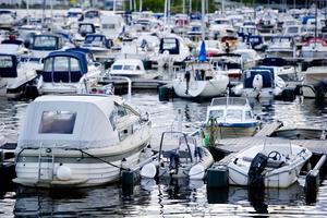 Båtar och båtmotorer är lika attraktiva för tjuvligorna som exklusiva bildelar.