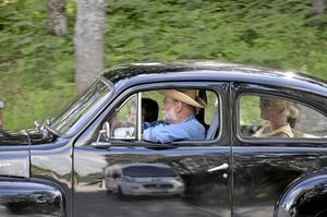 Svenskt stål. Kjell och Ann Larsson och Helene Klereland anlände tidstypiskt till Prästryggen i en Volvo PV 544 av 1960 års modell som varit i familjen i mer än 50 år.Foto: Michael Landberg