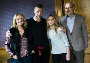 Tanja Lorenzon, Mikael Persbrandt och Saga Samuelsson och regissören Kjell-Åke Andersson inför premiären av filmen