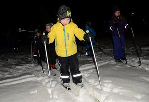 Glädjefyllt. Olle Gryth är en av många barn som är med när IFK Lindesbergs nystartade skidsektion drar igång skidskola för de yngsta.