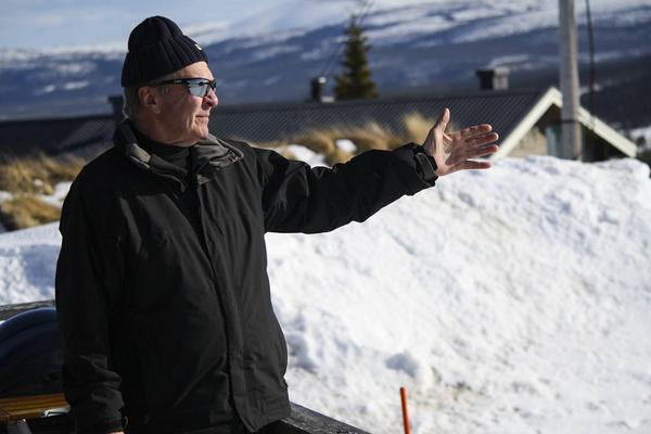 Lars Holmgren är en av stugägarna i Slagavallen som inte vill ha kommunalt vatten och avlopp.