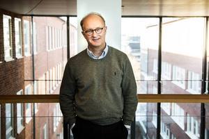 Per Hall är professor vid Institutionen för medicinsk epidemiologi och biostatistik, på Karolinska institutet, där han forskar på bröstcancer.