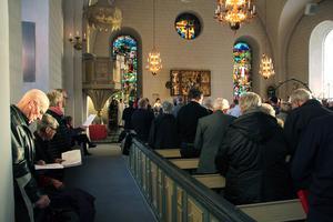 Nästan fullsatt i Gagnefs kyrka när nya kyrkoherden hälsas välkommen.
