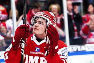 Det var en känslosam Anton Lander som tackade publiken efter säsongens sista match – där han själv satte segermålet när Timrå IK lyckades undvika kvalseriespel.