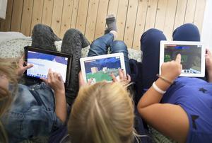 24 procent av alla femåringar har en egen surfplatta, enligt Telenor, men det gäller att lära barnen att använda den lagom mycket.