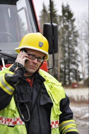 Räddningsledare Mikael Ehrs kunde lättad konstatera att föraren klarat sig lindrigt.