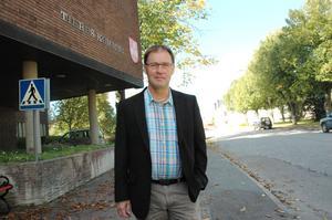 SPARPLANER. Kommunalrådet Bengt-Olov Eriksson (S) säger att inget område är heligt men att skolorna blir kvar när kommunen tvingas spara på grund av minskade skatteintäkter 2012.
