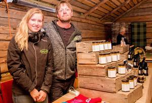 Roger Persson och dottern Lovisa sålde Lotta-Bodens senap och marmelad.