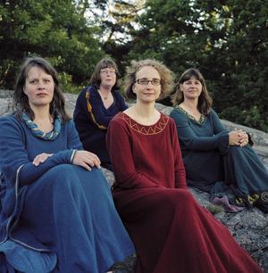 Schola Gothia ger en konsert med medeltida musik tillsammans med saxofonisten Lisen Rylander Löve.