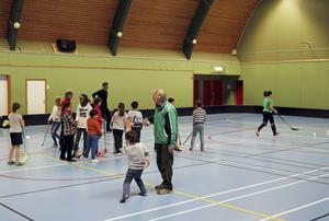 Träningar sker i Parkhallen i Storvik och pågår under hela vintern.