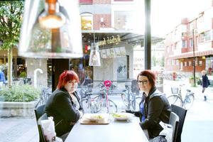Sofie Kallström och hennes kompis Frida Råbom, 21 respektive 22 år, tycker att det är viktigast att maten smakar gott.