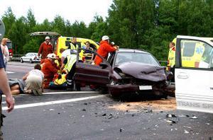 Familjen Persson och de båda 13-åriga sommarbarnen Sergei och Andrei fick flera frakturer i samband med olyckan i Kvissleby i fredags kväll. I går kunde alla förenas när Sergei återvände från Umeå universitetssjukhus.