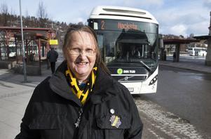 Karina Warnerud åker buss ofta och tycker att busschaufförer förtjänar en egen dag.