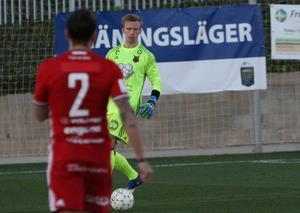 Andreas Andersson är själv ny i ÖFK-tröjan. Framför sig i backlinjen hade Andersson två spelare som ingen i laget hade träffat innan samlingen inför onsdagens match.