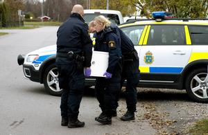 Kassaskåp och datorer togs i beslag när polisen gjorde husrannsakan på en adress i Sundsvall i lördags.