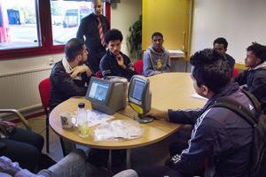 I oktober kommer 200 arbetslösa ungdomar göra fyra besök var på olika företag i kommunen. Ett av företagen är KR Trafik.