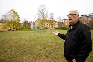 Mikael Westberg (S), bildningsstyrelsens ordförande, tror att det är viktigt att börja bygga för framtiden. När elevantalet i Skogsbo väntas gå upp behövs även en större idrottshall.