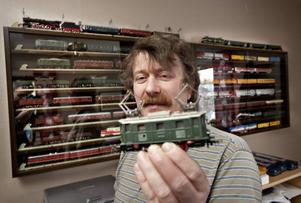 Håkan Lukkarinen är samlare. Varje onsdag träffas han och andra modelljärnvägsmänniskor på järnvägsmuseet för att köra sina tåg.