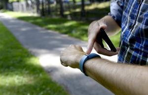 Vilket armband du ska välja beror på hur aktiv du är, den som tränar mycket föredrar troligen en av de mer avancerade varianterna.    Foto: Pontus Lundahl/TT