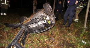 Strax före halv fyra på morgonen den 2 oktober tappade den berusade föraren kontroll över bilen på Kvarnvägen i Garphyttan.
