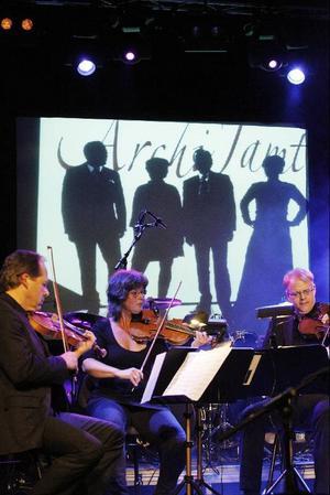 Stramt klassiskt med kvartetten Archi Jamt, men de busade också med en fräck version av Jimi Hendrix´ gamla slagnummer