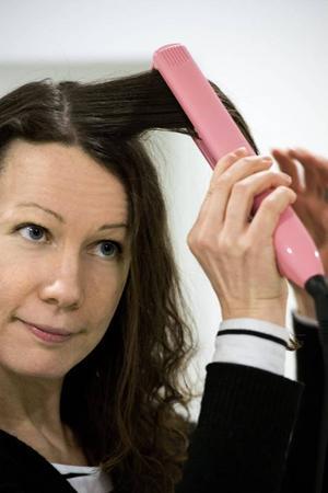 Din hårtyp avgör vilken plattång som passar bäst, det gäller både plattornas bredd och dess temperatur.Foto: Claudio Bresciani/TT