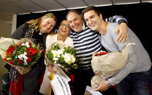 Kandidaterna Christina Eriksson, Erik Proos och Viktor Alner flankerar Anna Sving Sjöblom, Årets Gävlebo 2014.