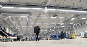 Självgående truckar, robotar och ledbeslysning, i Åskorset finns den allra senaste tekniken.