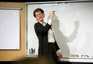 Gudrun Schymans föreläsning lockade till skratt och engagemang.