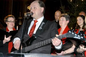 Solosång. Staffan Myhrman hängde på sig gitarren och sjöng White christmas.