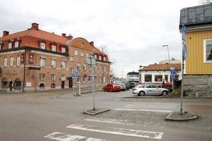 Parkeringen på Bankgränd kan försvinna om platsen blir ett busstorg.
