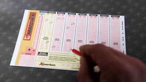 Spelmonopolet bör upphöra och ersättas av ett licenssystem anser en bred majoritet i riksdagen.