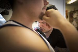 Jonathan Runberg som rest från Mora för att bli tatuerad av Jerry Lind vet inte varför han valde sitt motiv.