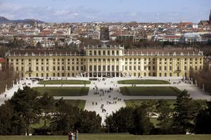 Schönbrunn - mest berömt av Wiens många slott.