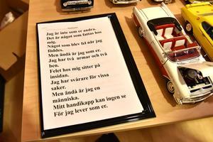 Jan-Erik Nilsson, som besöker Grå villan, hade bil-, konst- och poesiutställning.