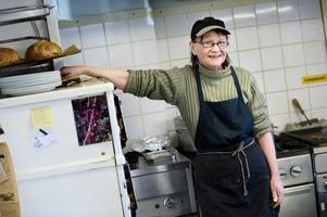 Framtiden. I 37 år har Anita Karlsson och hennes man Jonny drivit    Mogetorps värdshus. Men frågan är hur länge till de orkar. – Kanske fortsätter vi till hösten men sedan måste vi nog sälja helt enkelt, säger Anita.