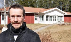 """Här i det gamla nedlagda äldreboendet granne med Familjecentralen i Strömsund kommer de ensamkommande flyktingbarnen att bo. """"Det är kommunens lokaler, de står tomma och de är redan anpassade för boende så det passar väldigt bra"""", säger flyktingsamordnare Anders Fabricius."""