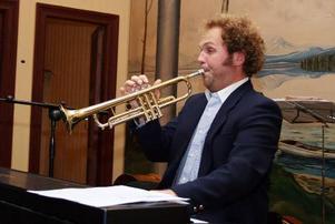 Johan Ederfors imponerade med att spela både trumpet och piano – samtidigt. Foto: Kjell-Erik Jonasson