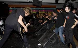 Headbangandet kom igång direkt när bandet pumpade igång musiken.