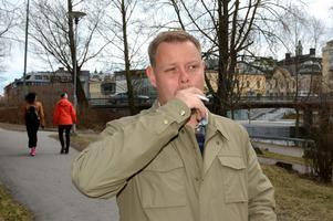 Tidigare Sundsvallsnazisten Mikael Skillt är tillbaka på kortvisit i Sundsvall. Sedan en tid tillbaka har han lämnat rasideologin.
