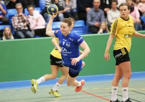 Cissi Larsson är en viktig blåvit kugge i omstarten – både som spets i kontringar och som tuffing på försvarslinjen.
