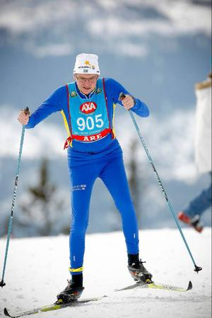 Per Åsling (C) åkte sista sträckan för Sveriges Riksdags stafettlag.