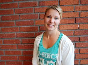 Skolledningen anser att elevcoachen Linda Söderbergs arbete är viktigt för att minska avhoppen från gymnasiet.