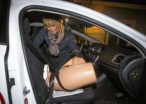 BBC vill filma när barnmorskan Maria Dahlberg demonstrerar en bilförlossning.