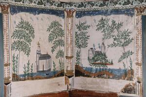 På övervåningen finns dessa fina väggmålningar från 1851.